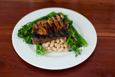 Recipe # 25 – Grilled pork chops with broccoli and beans